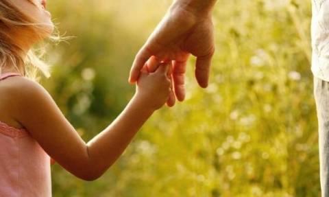 Ένα παιδί μας συμβουλεύει πώς να είμαστε καλοί γονείς! - Newsbomb 4a1ec3fab94