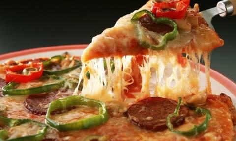 Δεν το φαντέζεστε... Για ποιο λόγο είναι η πίτσα στρογγυλή; (video)