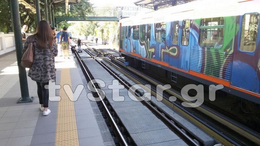 ΕΚΤΑΚΤΟ - Φρίκη στην Καλλιθέα: Έκοψε τις φλέβες του κι έπεσε στις γραμμές του τρένου