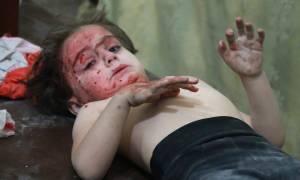 Εικόνες φρίκης στη Συρία: Πρελούδιο θανάτου για χιλιάδες αθώα παιδιά (ΠΡΟΣΟΧΗ! ΣΚΛΗΡΕΣ ΕΙΚΟΝΕΣ!)