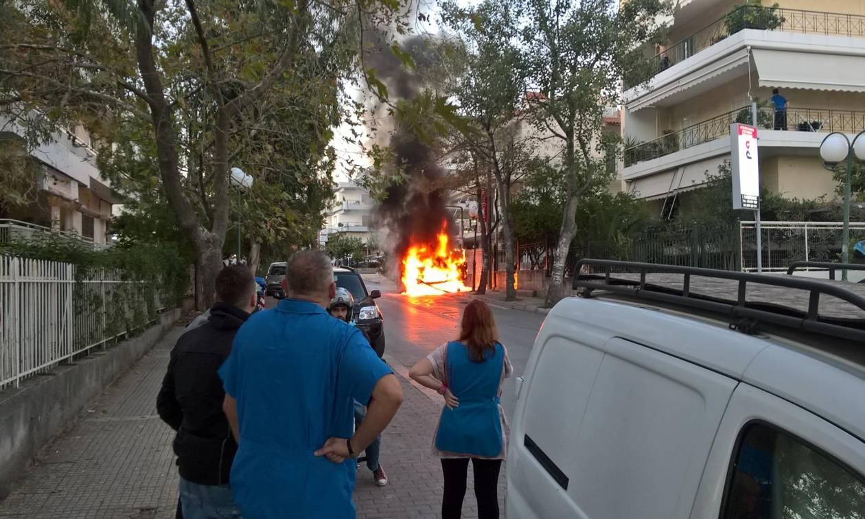 ΤΩΡΑ: Φλέγεται αυτοκίνητο στα Μελίσσια (pics)