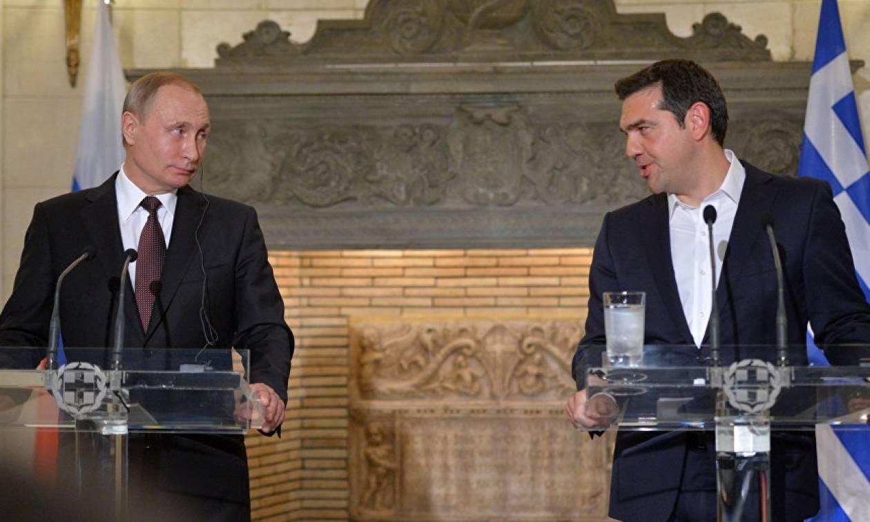 Τι απαντά το Μαξίμου για την ερώτηση περί δραχμής του Τσίπρα στον Πούτιν