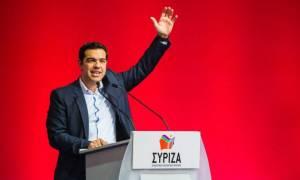Είσοδος Τσίπρα στο Συνέδριο: «Καλώς ήρθες Φώτη» - Ποιους χαιρέτησε (vid)