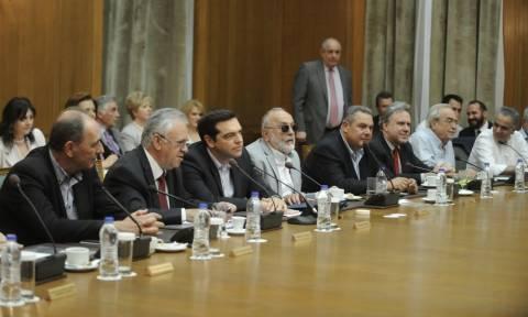 Aνασχηματισμός: Γιατί ο Τσίπρας θα επιχειρήσει και άνοιγμα στον Καραμανλικό χώρο;
