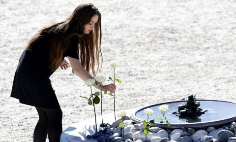 Νίκαια: Θρήνος και δάκρυα στην επέτειο μνήμης των 86 θυμάτων της τρομοκρατικής επίθεσης (Pics+Vids)