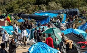 Δεκάδες ανήλικους πρόσφυγες από τη «ζούγκλα του Καλαί» θα δεχτεί η Βρετανία