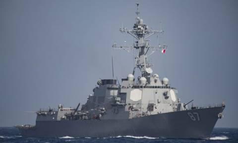 «Μπαρούτι» μυρίζει στην Υεμένη: Νέα πυραυλική επίθεση εναντίον πολεμικών σκαφών των ΗΠΑ