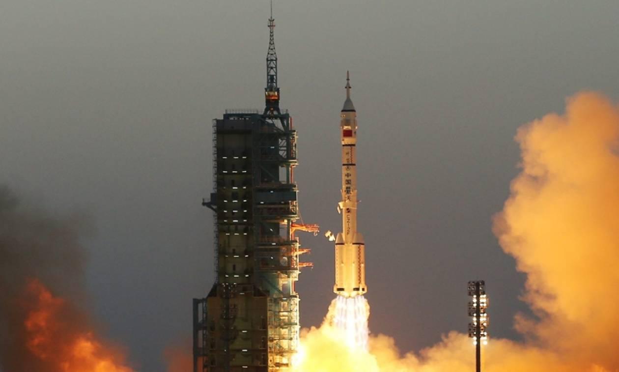 Κίνα: Επιτυχημένη η εκτόξευση του επανδρωμένου διαστημικού πυραύλου Shenzhou 11 (vid)