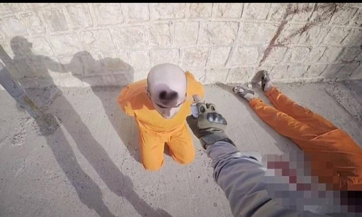 Νεό βίντεο φρίκης από τους τζιχαντιστές: Σημαδεύουν κρατούμενους με σπρέι πριν τους εκτελέσουν