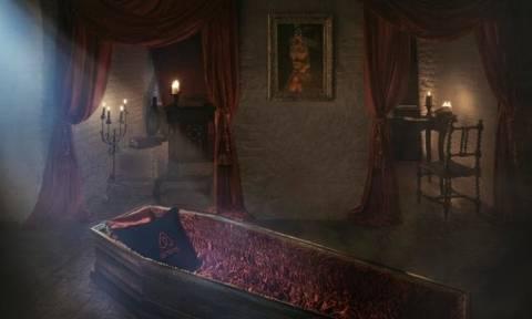 Ρουμανία: Ανατριχιαστικός διαγωνισμός με έπαθλο μια νύχτα στο... φέρετρο του Δράκουλα!
