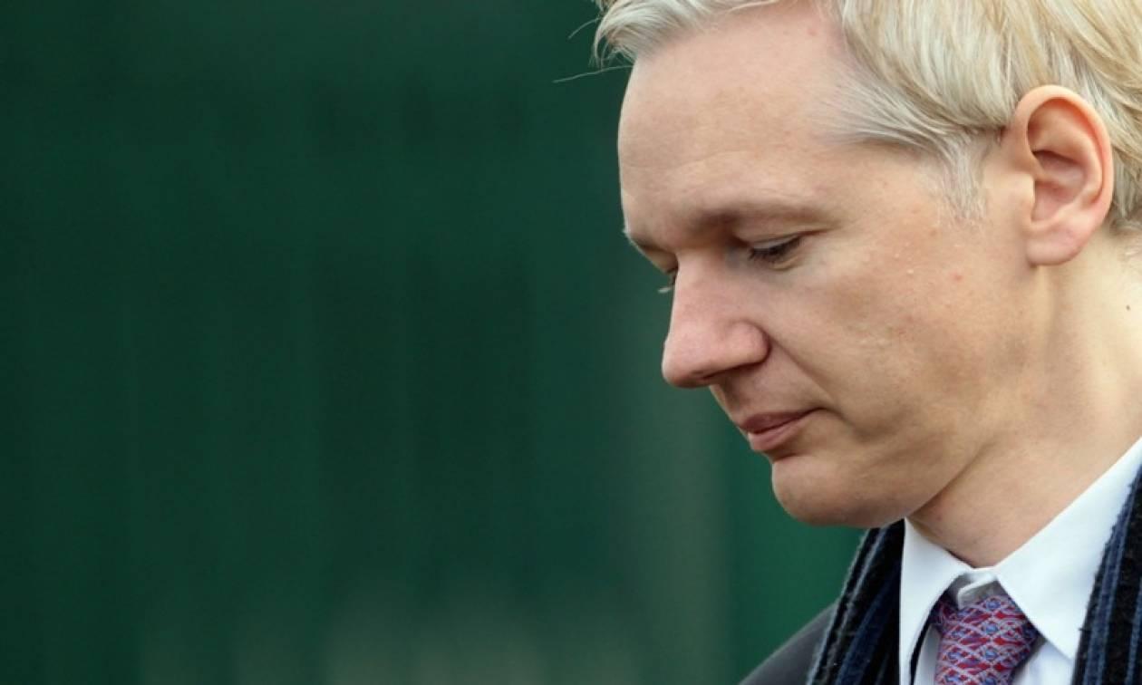 Wikileaks: Έκοψαν την πρόσβαση του Ασάνζ στο διαδίκτυο για να προστατεύσουν τη Χίλαρι Κλίντον