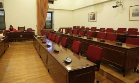 Στην Επιτροπή Θεσμών εκπρόσωποι του ΣΚΑΪ και του ANT1