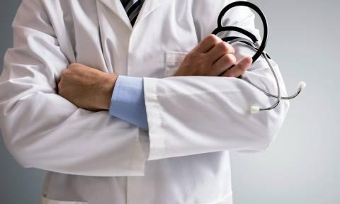 Καταδικάστηκε ο ερωτιάρης παθολόγος που είχε ασελγήσει σε ασθενή του