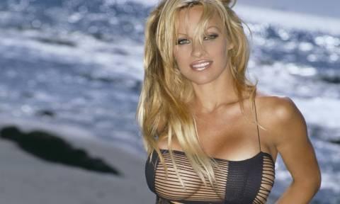 Τι κάνει στην Ύδρα η Pamela Anderson; (photo)
