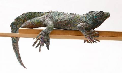 Κι όμως! Δεν φαντάζεστε από τι είναι φτιαγμένα αυτά τα ρεαλιστικά γλυπτά ζώων (Vid+Pics)