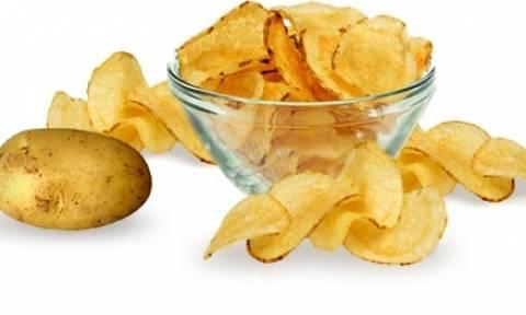 Το μυστήριο λύθηκε: Αυτός είναι ο λόγος που τα πατατάκια λήγουν πάντα Σάββατο!