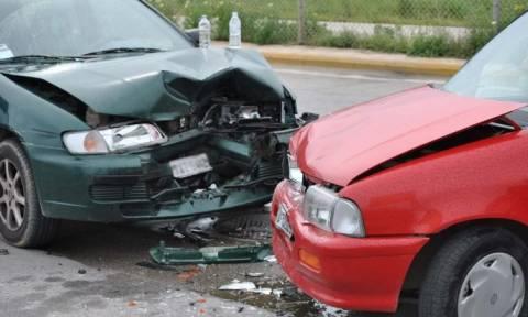 Σφοδρή σύγκρουση οχημάτων με εγκλωβισμένους στην εθνική οδό Πατρών - Πύργου (pics)