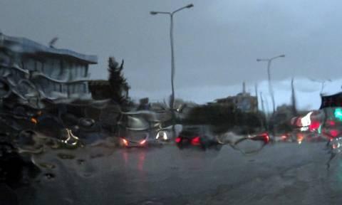 Χάος στους δρόμους της Αθήνας: Η νεροποντή προκάλεσε κυκλοφοριακό «κομφούζιο»