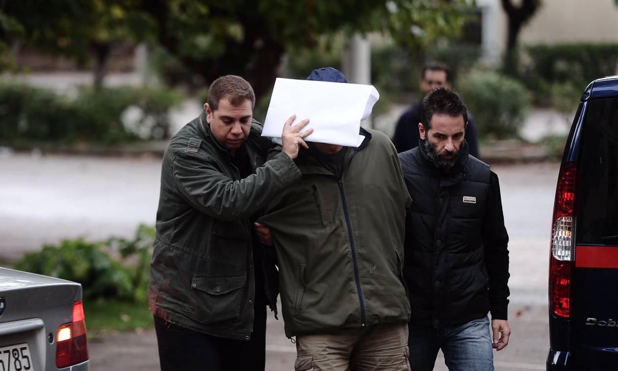 Έγκλημα Αμπελόκηποι: «Πήγε και γύρισε...» ο 63χρονος δράστης της στυγερής δολοφονίας