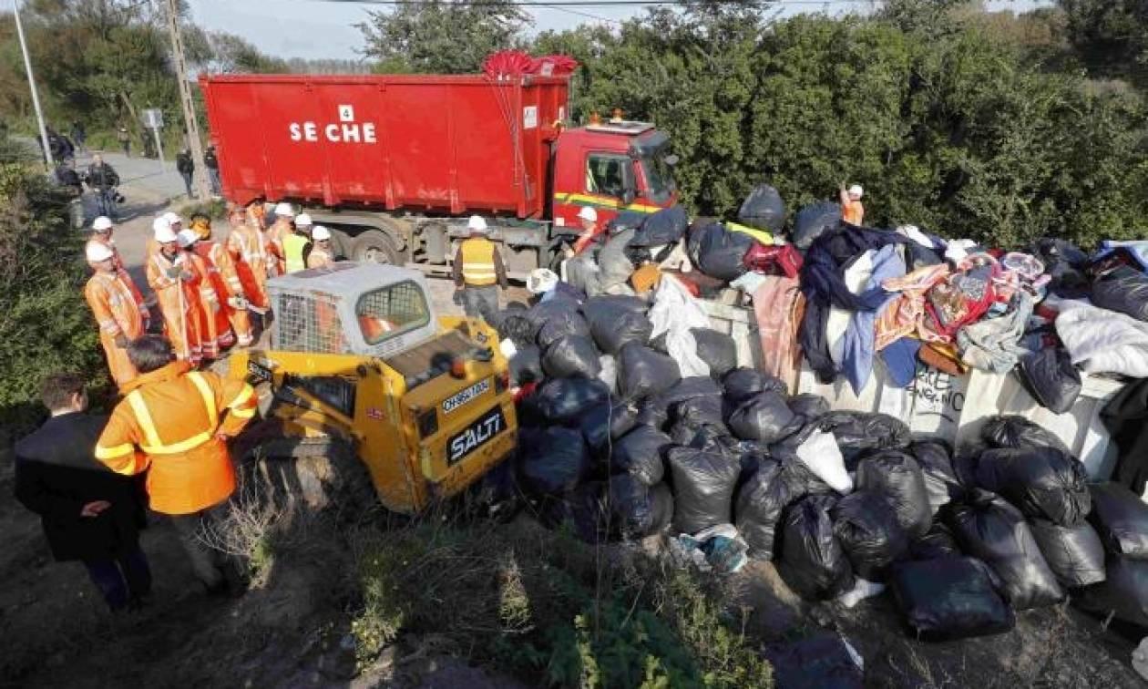 Γαλλία: Ξεκίνησαν την κατεδάφιση παραπηγμάτων στη ζούγκλα του Καλαί (pics+vid)