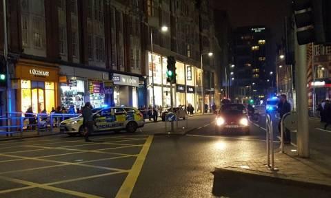 Συναγερμός στη Βρετανία: Εκκενώθηκε δρόμος στο Λονδίνο λόγω ύποπτου πακέτου (pics+vid)