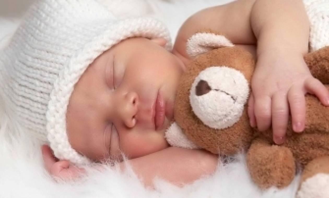 Προσοχή! Γιατί τα νεογέννητα πρέπει να κοιμούνται με τους γονείς;