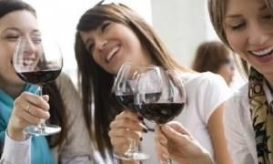 Άλλος ένας μύθος καταρρίφθηκε: Οι νέες γυναίκες καταναλώνουν περισσότερο αλκοόλ και από τους άνδρες!