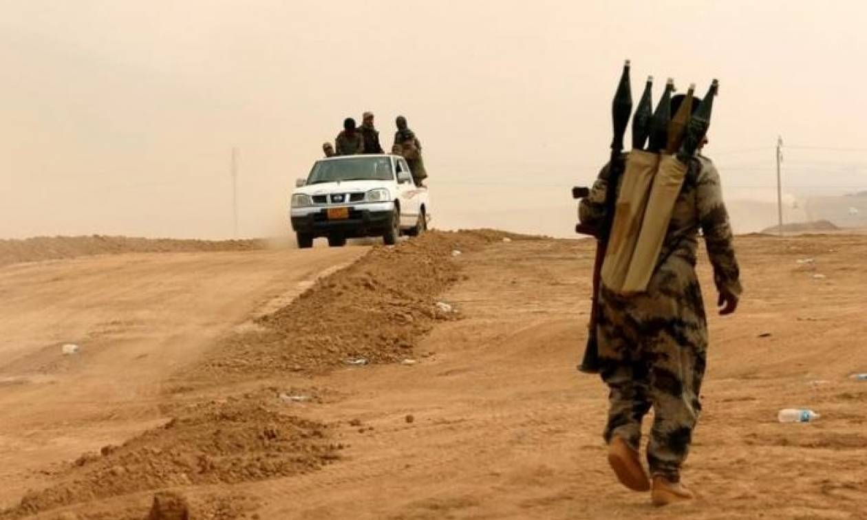 Σφίγγει ο κλοιός στη Μοσούλη: Τζιχαντιστές ξυρίζουν τα γένια τους για να γίνουν ένα με τους αμάχους