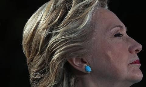 Σάλος στις ΗΠΑ: Τι έβγαλε στο πρόσωπό της η Χίλαρι Κλίντον; (pics)