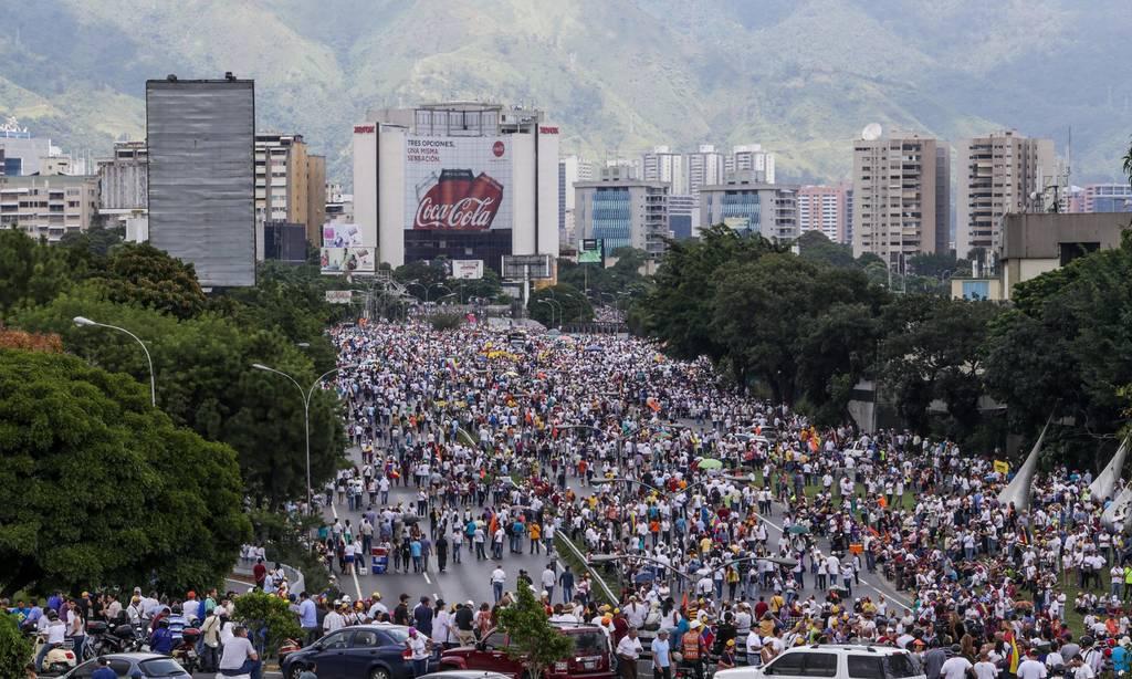Βενεζουέλα: Νεκρός αστυνομικός από πυρά διαδηλωτών - Δεκάδες διαδηλώσεις κατά του Μαδούρο