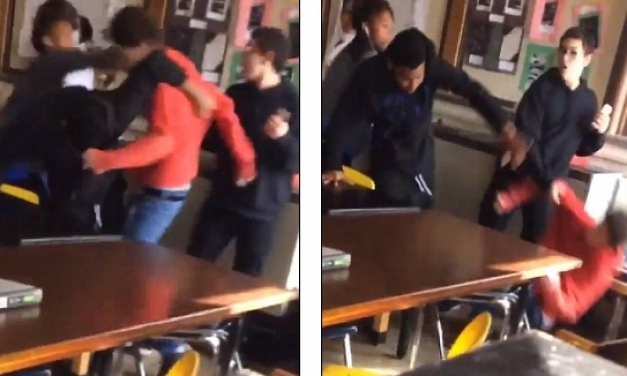 Μαθητής βγάζει με γροθιά... νοκ άουτ συμμαθητή του γιατί γρονθοκόπησε τη δασκάλα τους (video)