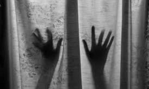 Φρικτά βασανιστήρια: Φυλάκισαν και βίαζαν την κόρη τους επί 13 χρόνια