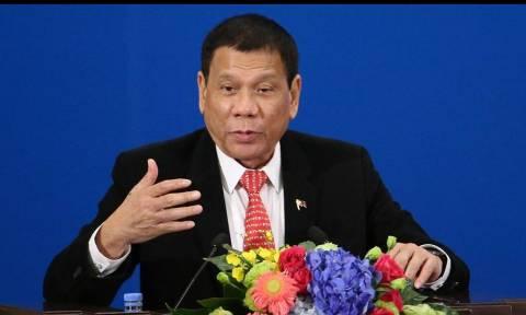 Πρόεδρος Φιλιππίνων: Μου μίλησε ο Θεός, δε θα ξαναβρίσω!