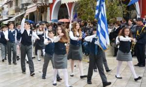 28η Οκτωβρίου - Ζάκυνθος: Εν μέσω επεισοδίων και κακοκαιρίας η παρέλαση