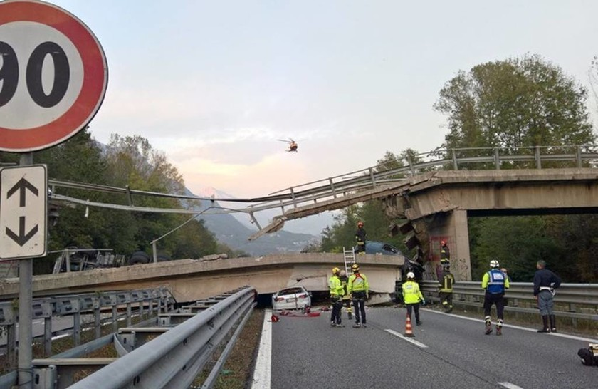 Φρικτό δυστύχημα στην Ιταλία: Κατέρρευσε γέφυρα συνθλίβοντας διερχόμενα αυτοκίνητα (Pics+Vid)