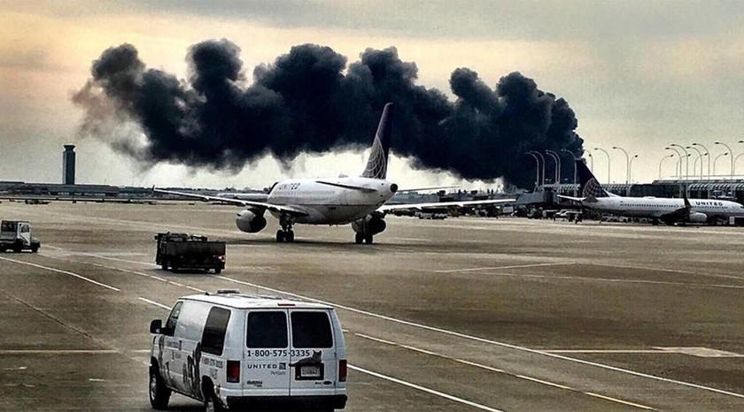 ΕΚΤΑΚΤΟ: ΗΠΑ: Μεγάλη φωτιά σε επιβατηγό αεροσκάφος των American Airlines