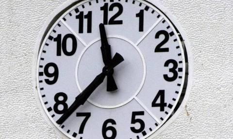 ΤΩΡΑ: Αλλαγή ώρας- Μία ώρα πίσω γυρίζουμε τα ρολόγια