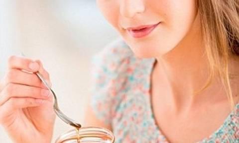 Μέλι το θαυματουργό: 4 πανεύκολες φυσικές συνταγές για κάθε ανάγκη της επιδερμίδας σου