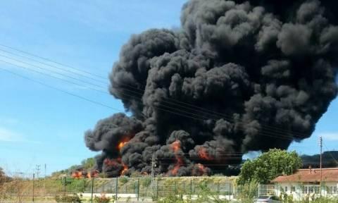 Βενεζουέλα: Τεράστια πυρκαγιά σε διυλιστήριο - Μαύροι καπνοί κάλυψαν τον ουρανό (photo)