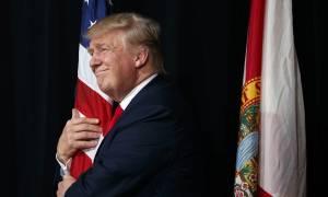 Εκλογές ΗΠΑ - Στην αντεπίθεση ο Ντόναλντ Τραμπ με «όπλο» την έρευνα στην Κλίντον για τα e-mail
