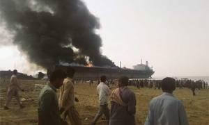 Ισχυρή έκρηξη σε τάνκερ στο Πακιστάν – Τουλάχιστον 12 νεκροί (Pics)