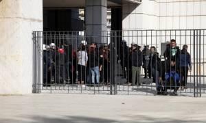 Δίκη Χρυσής Αυγής: Ξύλο μεταξύ αντιφασιστών και χρυσαυγιτών - Διεκόπη η συνεδρίαση