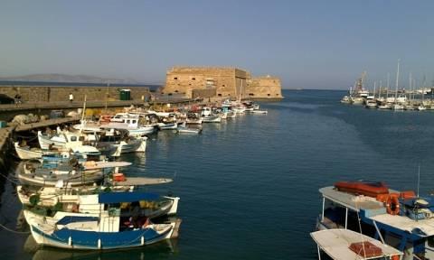 Ηράκλειο: Και ξαφνικά όλοι κοίταξαν προς το λιμάνι – Πανικός με αυτό που είδαν (pics)