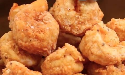 Δείτε πώς θα φτιάξετε... γαρίδες ποπ κορν (video)