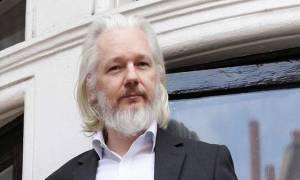 Βομβα! «Οι επόμενες αποκαλύψεις της Wikileaks θα βάλουν φυλακή την Κλίντον» (Vid)