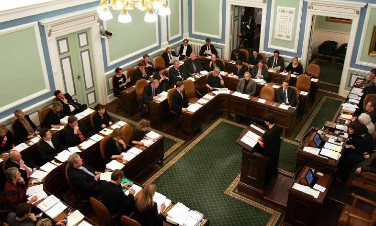 Αυξάνεται κατά 44% ο μισθός των βουλευτών για να είναι... ανεξάρτητοι!