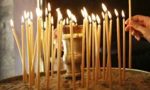Γιατί ανάβουμε κερί στην εκκλησία και γιατί δεν πρέπει να σβήνεται νωρίς;