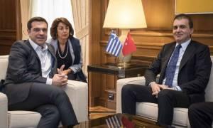 Τσίπρας – Τσελίκ: Ευρωτουρκικά και προσφυγικό στο επίκεντρο των συζητήσεών τους