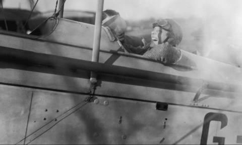 Μεγάλη ανατροπή στην εξαφάνιση της θρυλικής πιλότου Αμέλια Έρχαρτ: Επέζησε της συντριβής;