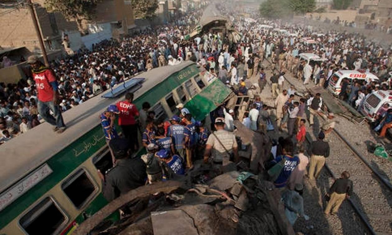 Τραγωδία στο Πακιστάν: 21 νεκροί και δεκάδες τραυματίες από σφοδρή σύγκρουση τρένων (Pics+Vids)